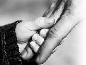 Barnets beste er å vokse opp i trygge omgivelser sammen sine biologiske foreldre. Vi hjelper derfor med tilbakeføring av barn etter omsorgsovertagelse.
